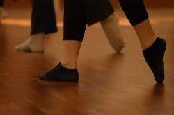 Post image for Dans dersi almak isteyen çocuklar Akbank Sanat'a
